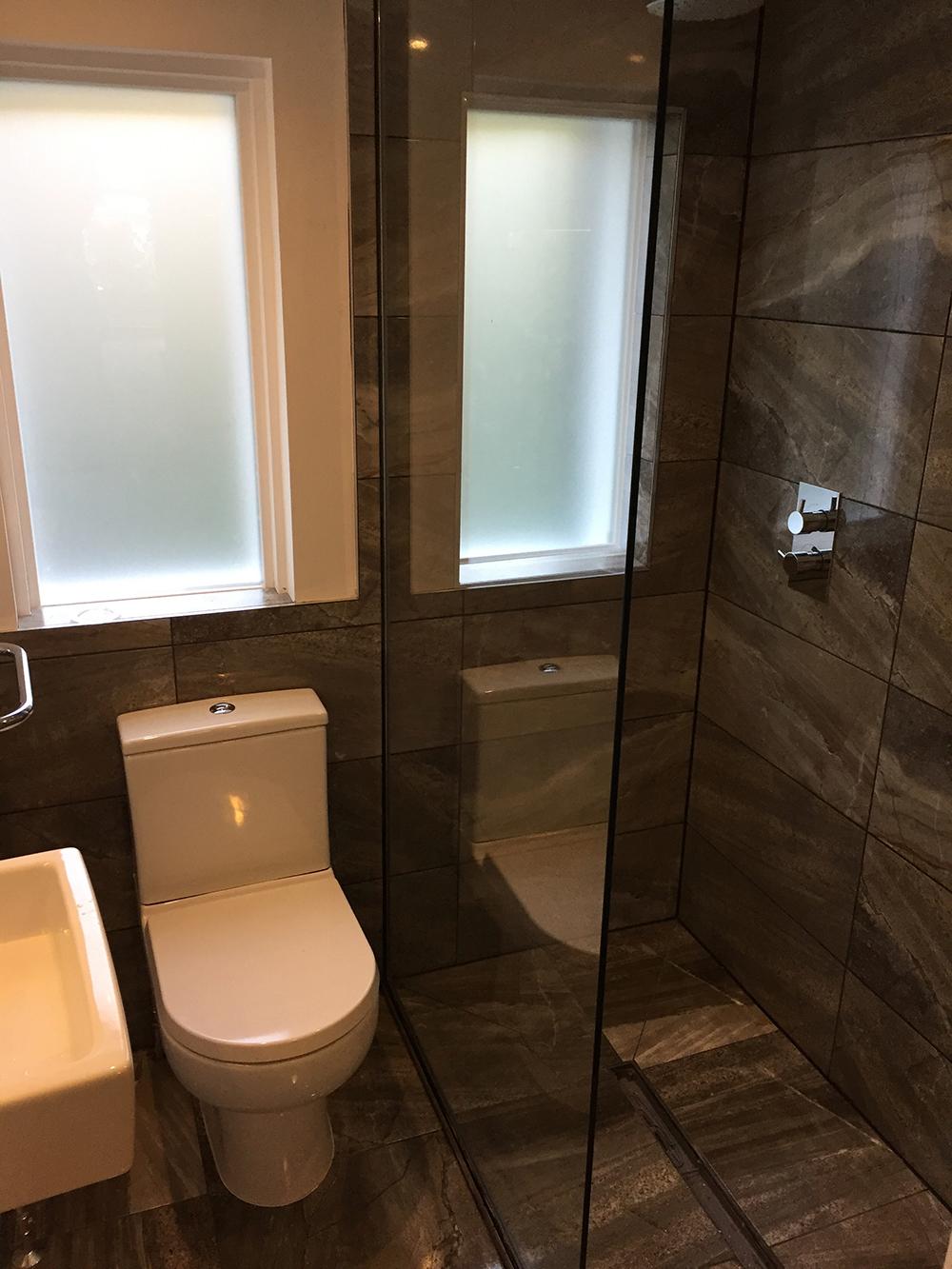 Shower/Toilet Glass Seperator